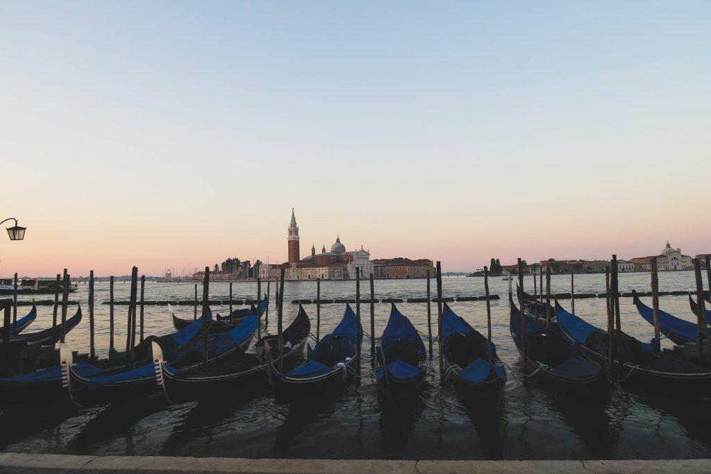 venice italy sunrise gondola