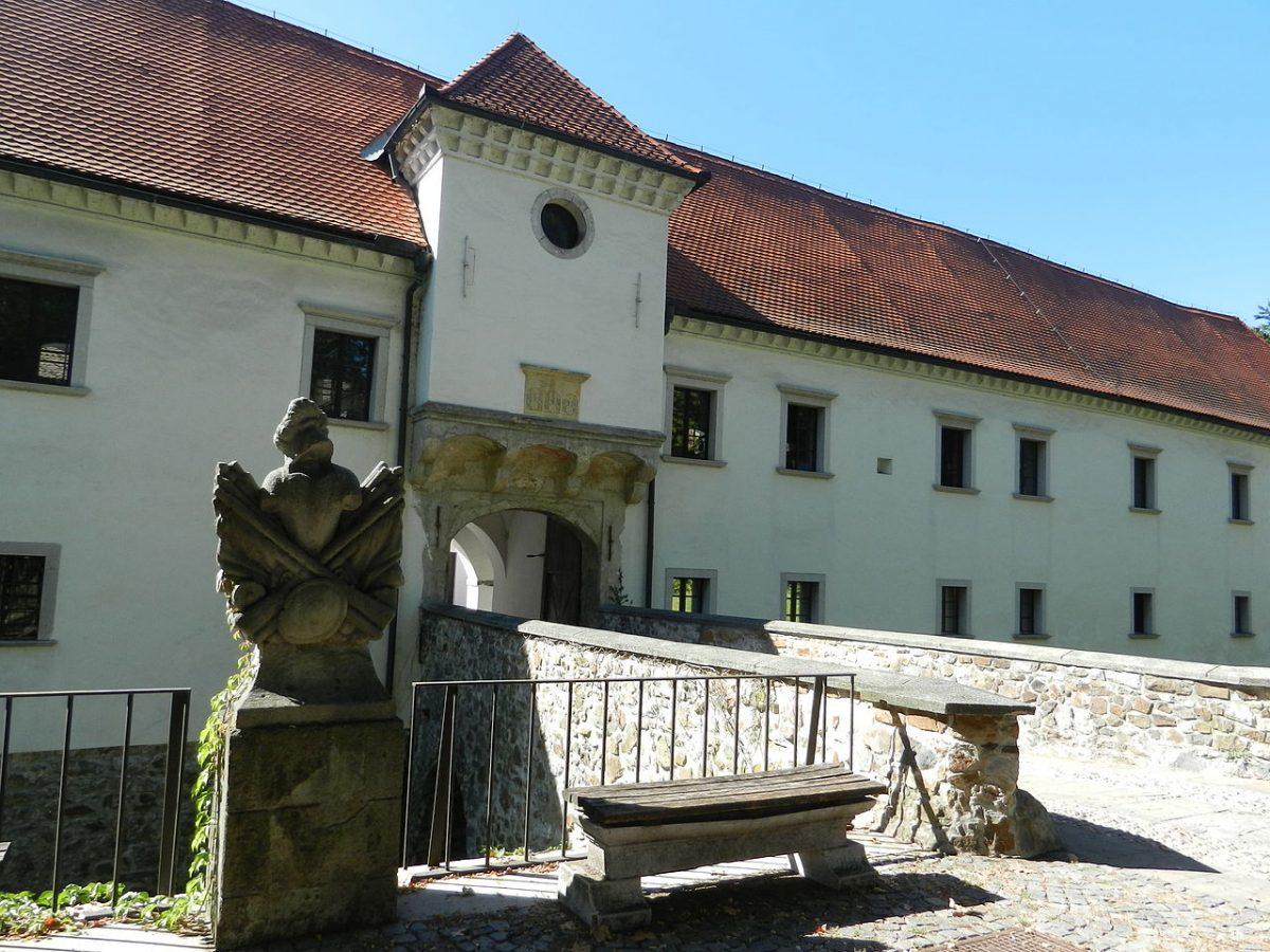 slovenian castle fuzine