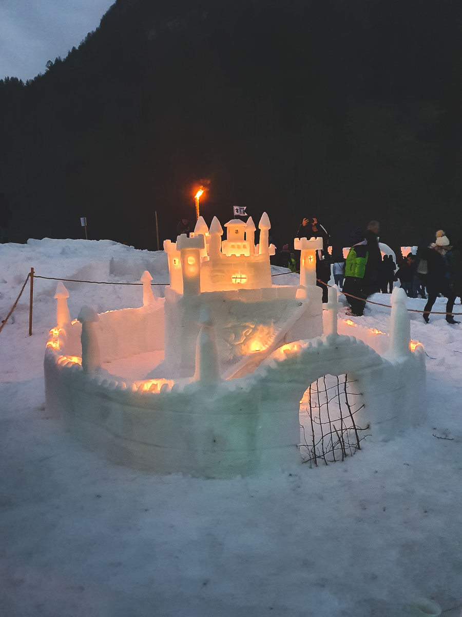 king matjaz snow castles with lights